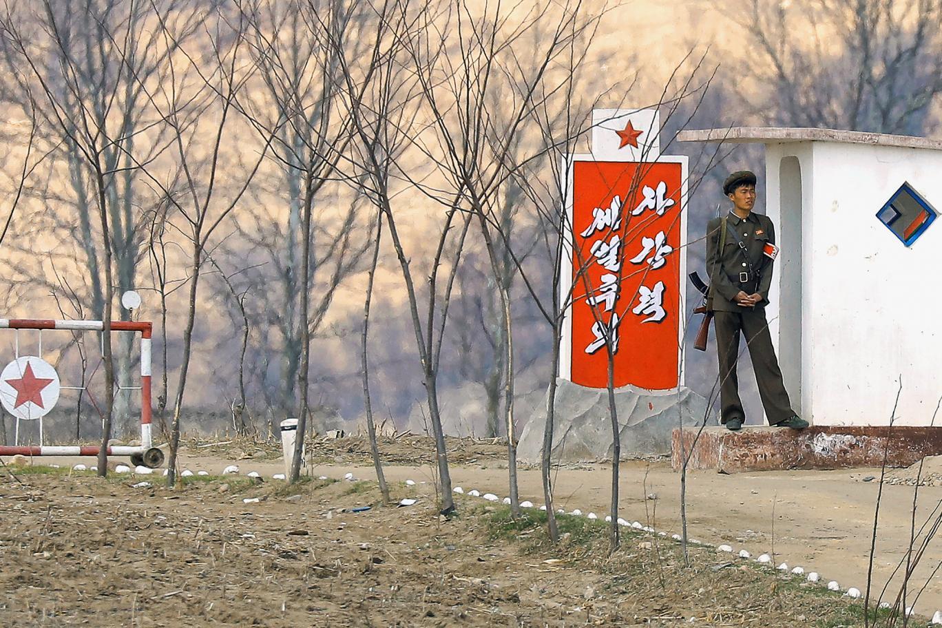 15 ảnh hé lộ cuộc sống ở biên giới Trung Quốc-Triều Tiên - 1