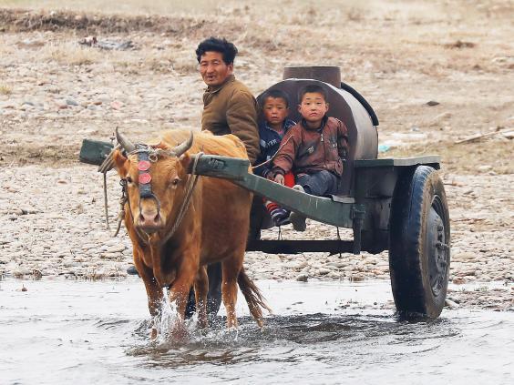 15 ảnh hé lộ cuộc sống ở biên giới Trung Quốc-Triều Tiên - 9