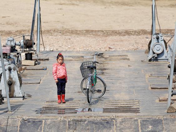 15 ảnh hé lộ cuộc sống ở biên giới Trung Quốc-Triều Tiên - 4