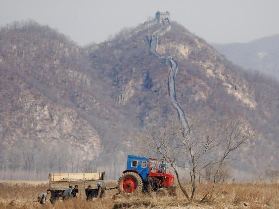 15 ảnh hé lộ cuộc sống ở biên giới Trung Quốc-Triều Tiên - 2