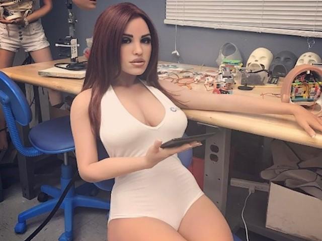 """""""Thiên thần"""" robot tình dục tự học sở thích của chủ nhân"""