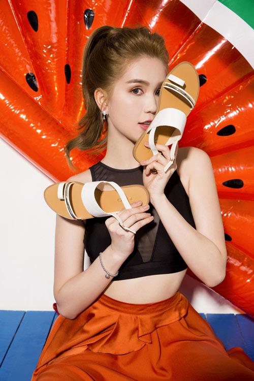 Sau loạt đồ hiệu, Ngọc Trinh chọn gắn bó cùng thương hiệu giày Việt - 8