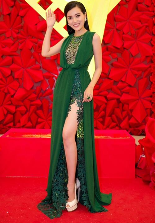 """Váy xẻ đến tận hông của Hà Anh """"đốt mắt"""" nhất tuần qua - 7"""