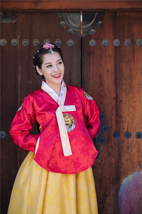 """Gái Hàn Hari Won """"lép vế"""" màn diện Hanbok của Mi Du, Huyền Baby - 1"""