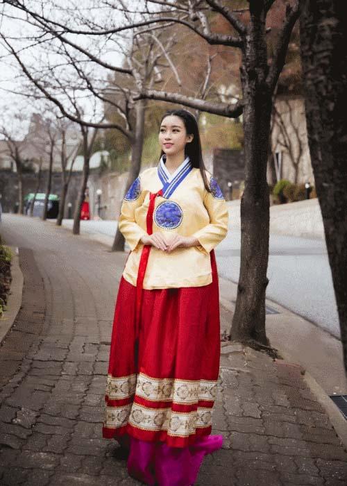 """Gái Hàn Hari Won """"lép vế"""" màn diện Hanbok của Mi Du, Huyền Baby - 4"""