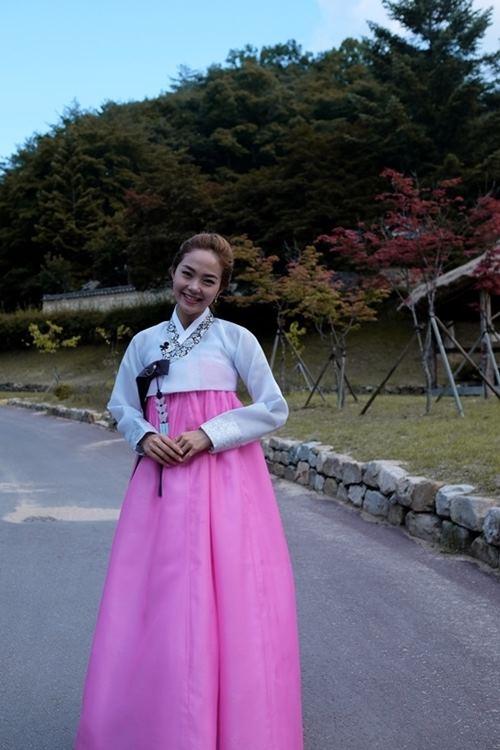 """Gái Hàn Hari Won """"lép vế"""" màn diện Hanbok của Mi Du, Huyền Baby - 6"""