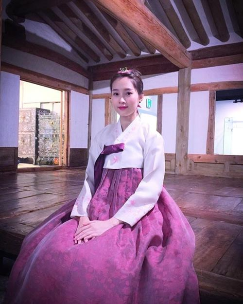 """Gái Hàn Hari Won """"lép vế"""" màn diện Hanbok của Mi Du, Huyền Baby - 7"""