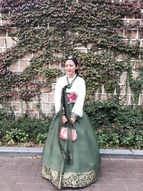 """Gái Hàn Hari Won """"lép vế"""" màn diện Hanbok của Mi Du, Huyền Baby - 8"""