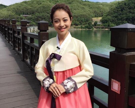"""Gái Hàn Hari Won """"lép vế"""" màn diện Hanbok của Mi Du, Huyền Baby - 10"""