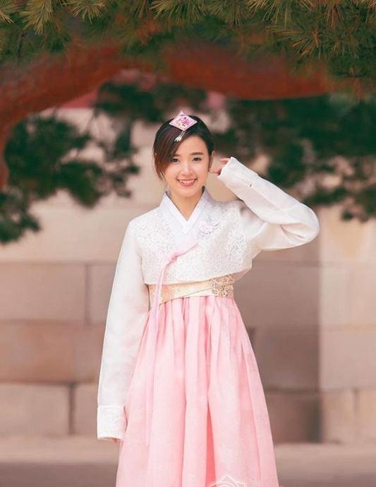 """Gái Hàn Hari Won """"lép vế"""" màn diện Hanbok của Mi Du, Huyền Baby - 12"""
