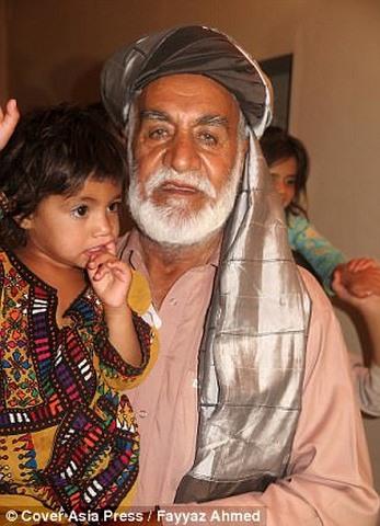 """Ông lão Pakistan có 54 con vì...ngày nào cũng """"yêu"""" - 1"""