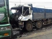 Tin tức trong ngày - 6 xe tải tông liên hoàn, 2 người dính chặt trong cabin