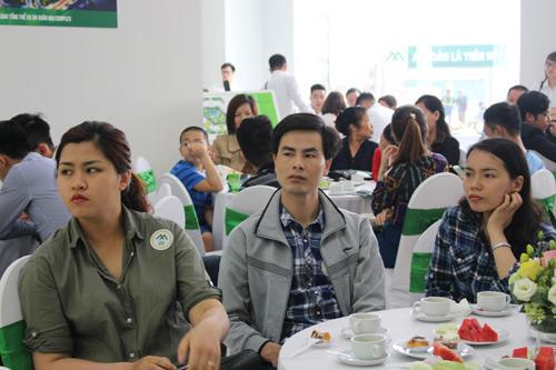 Hàng trăm khách hàng tới tham quan căn hộ mẫu Xuân Mai Complex - 2