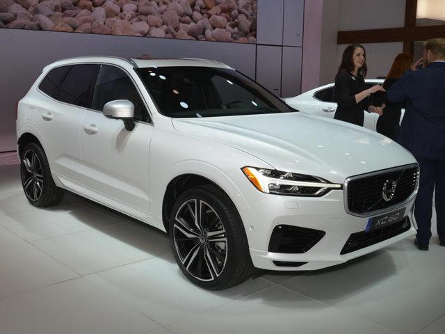 SUV hạng sang Volvo XC60 2018 giá từ 1,05 tỷ đồng - 1