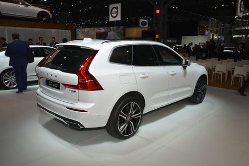 SUV hạng sang Volvo XC60 2018 giá từ 1,05 tỷ đồng - 2