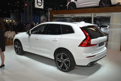 SUV hạng sang Volvo XC60 2018 giá từ 1,05 tỷ đồng - 5