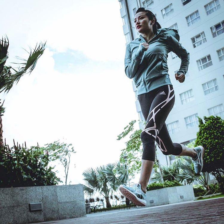 """Bồ cũ Lương Bằng Quang khoe dáng """"bốc lửa"""" trong phòng gym - 7"""