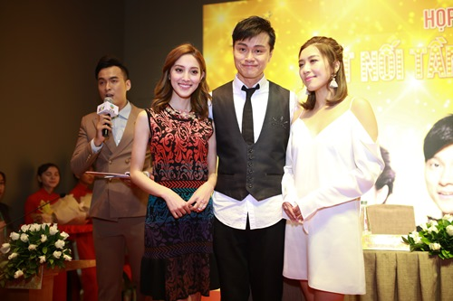 """Hoa hậu Hong Kong """"phát hờn"""" với nhan sắc bạn gái Ngô Kiến Huy - 1"""
