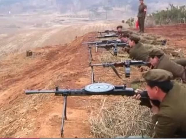 Lộ video lính Triều Tiên bắn súng mãi vẫn không nổ
