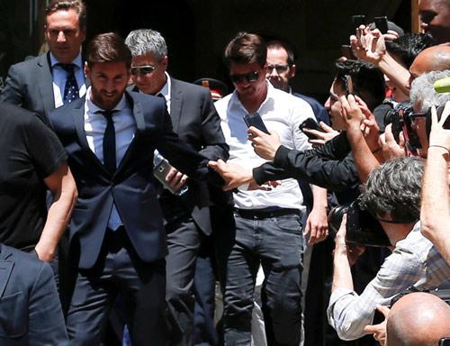 Messi trầm cảm: Sau nỗi đau cúp C1 lại hầu tòa trốn thuế - 1