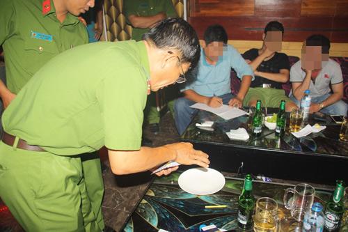 Gần 20 dân chơi Sài Gòn xuống Cần Thơ mở tiệc ma tuý - 2