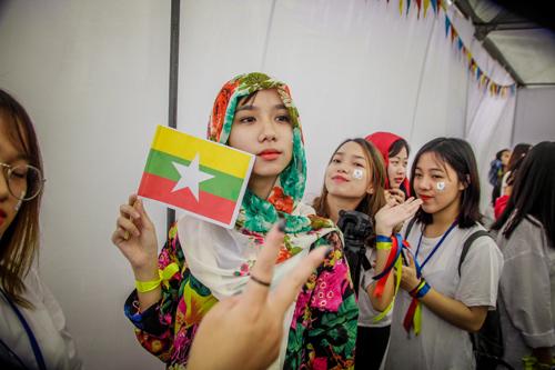 Nữ sinh trường Luật xinh đẹp trong lễ hội ASEAN - 7