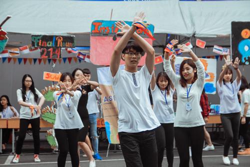 Nữ sinh trường Luật xinh đẹp trong lễ hội ASEAN - 5