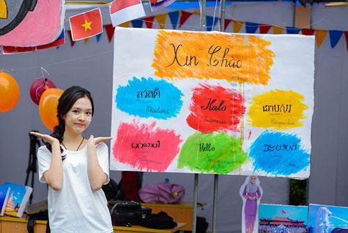 Nữ sinh trường Luật xinh đẹp trong lễ hội ASEAN - 2