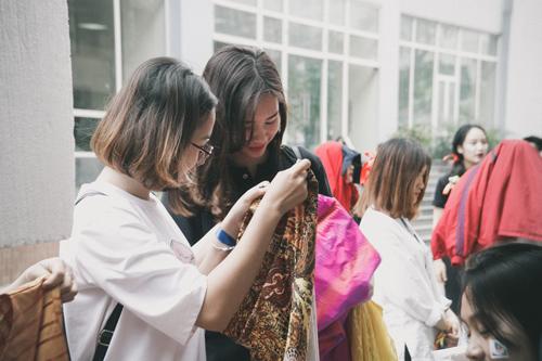 Nữ sinh trường Luật xinh đẹp trong lễ hội ASEAN - 8