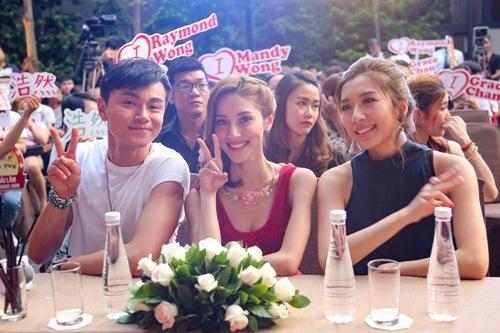 """Hoa hậu Hồng Kông khiến fan """"sướng rơn"""", khác hẳn sao Hàn - 1"""