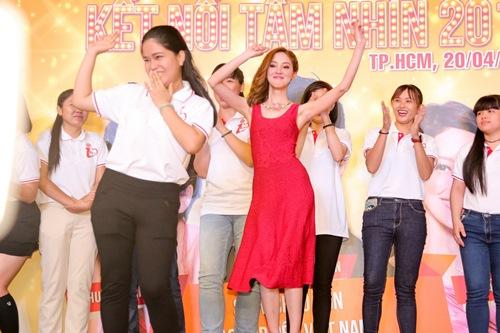 """Hoa hậu Hồng Kông khiến fan """"sướng rơn"""", khác hẳn sao Hàn - 6"""