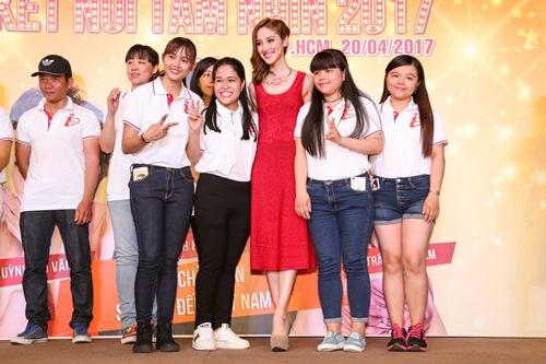 """Hoa hậu Hồng Kông khiến fan """"sướng rơn"""", khác hẳn sao Hàn - 7"""