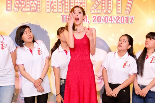 """Hoa hậu Hồng Kông khiến fan """"sướng rơn"""", khác hẳn sao Hàn - 5"""