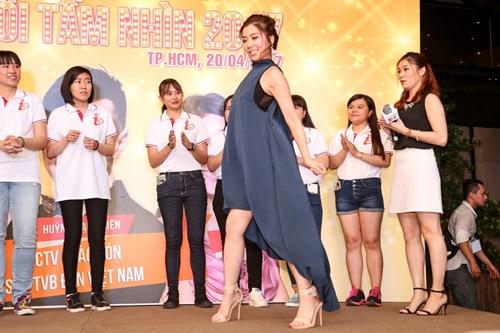 """Hoa hậu Hồng Kông khiến fan """"sướng rơn"""", khác hẳn sao Hàn - 10"""