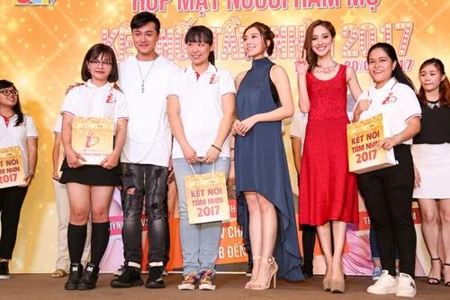 """Hoa hậu Hồng Kông khiến fan """"sướng rơn"""", khác hẳn sao Hàn - 12"""