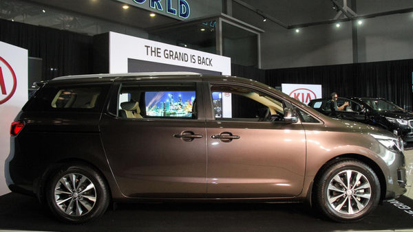 Kia Sedona 2017 có giá từ 792 triệu đồng - 2