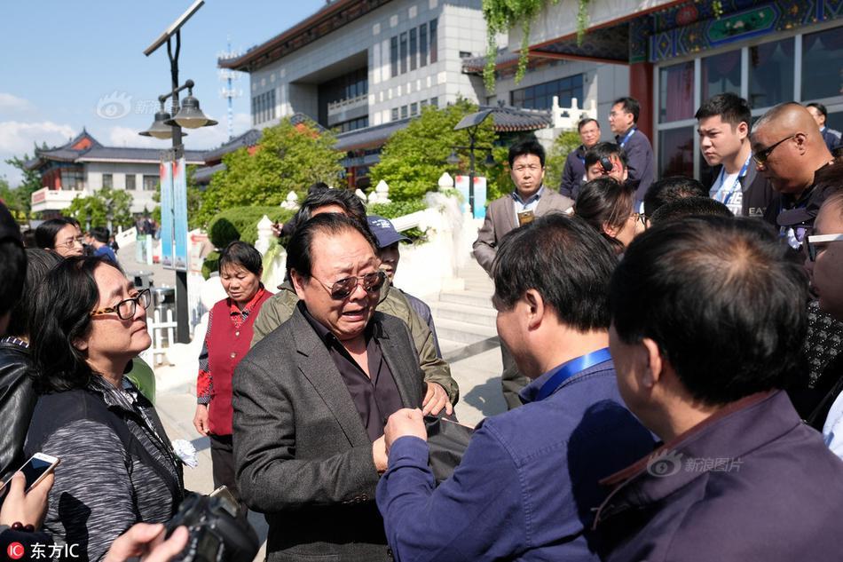 """""""Thầy trò Đường Tăng"""" nghẹn ngào tại đám tang đạo diễn Tây Du Ký - 3"""