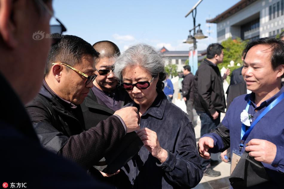 """""""Thầy trò Đường Tăng"""" nghẹn ngào tại đám tang đạo diễn Tây Du Ký - 14"""