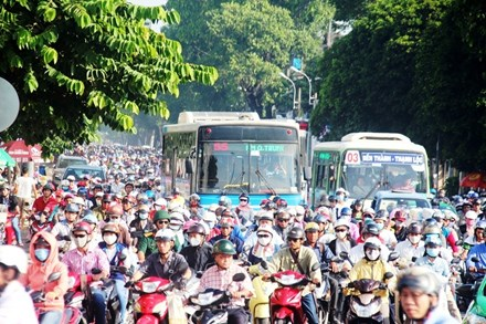 Cấm xe máy là xúc phạm 80% người dân - 2