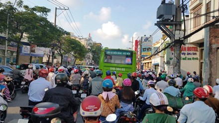 Cấm xe máy là xúc phạm 80% người dân - 3