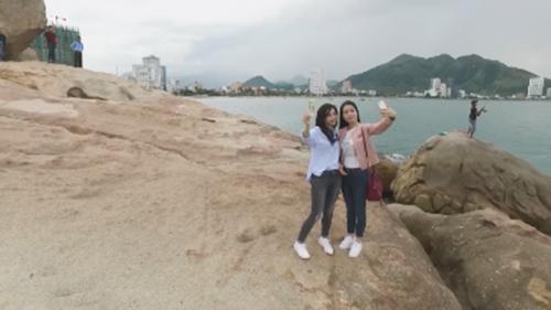 """Bắt gặp hai người đẹp Mai Thanh Hà - Dương Kim Ánh """"tay trong tay"""" tại Vinpearl - 4"""