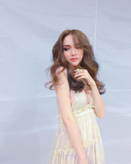 """""""Ngất"""" vì mặt thay đổi xoành xoạch của Hương Giang Idol - 2"""