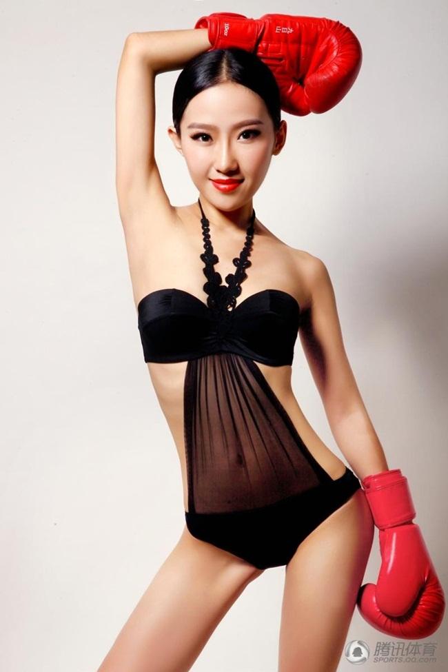Đông Ny là cô gái thuộc thế hệ 9x, đến từ thành phố Thẩm Dương, Liêu Ninh, Trung Quốc.