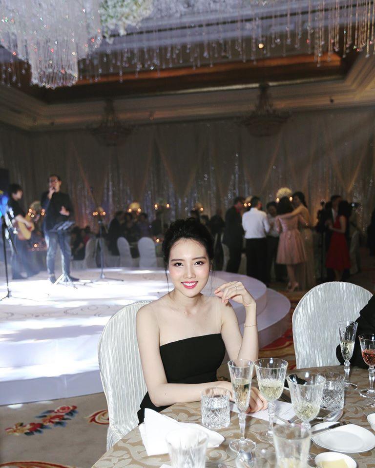 Những cô vợ nõn nà, trẻ hơn chồng 25-30 tuổi của showbiz Việt - 3