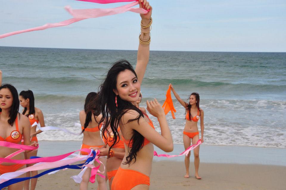 Những cô vợ nõn nà, trẻ hơn chồng 25-30 tuổi của showbiz Việt - 7