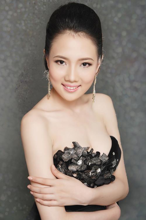 Những cô vợ nõn nà, trẻ hơn chồng 25-30 tuổi của showbiz Việt - 8