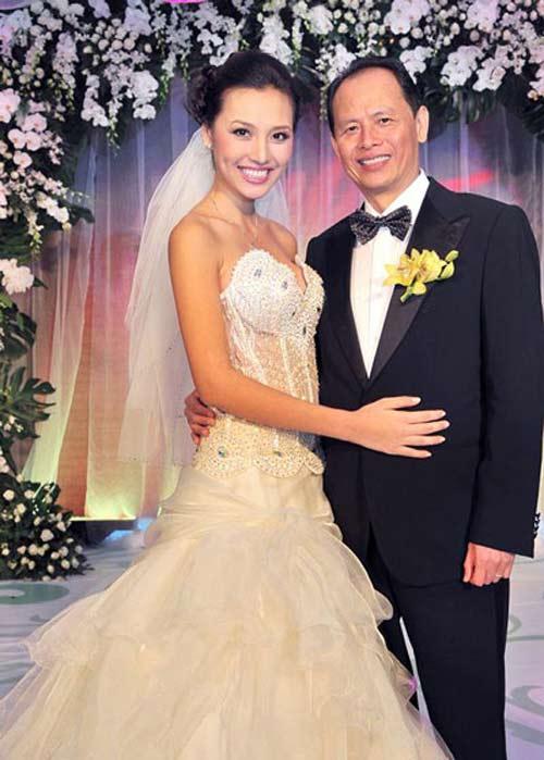 Những cô vợ nõn nà, trẻ hơn chồng 25-30 tuổi của showbiz Việt - 12