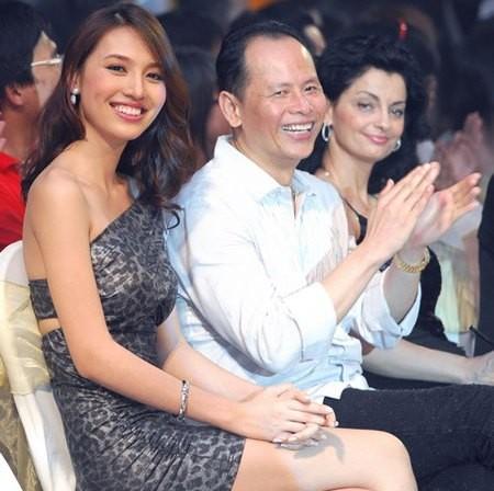 Những cô vợ nõn nà, trẻ hơn chồng 25-30 tuổi của showbiz Việt - 13