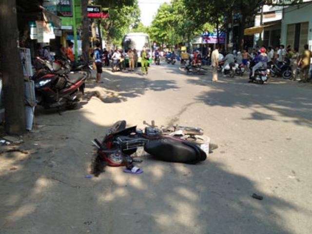 3 người nằm bất động trên phố SG sau va chạm cực mạnh