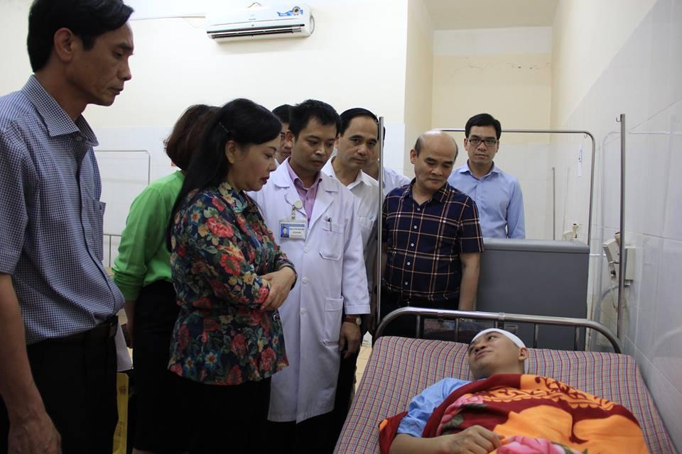 Bác sĩ bị đập cốc vào đầu có nguy cơ ảnh hưởng trí nhớ - 1